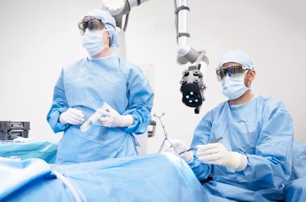 2 surgeons looking forward